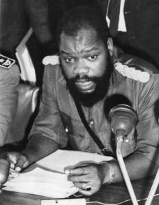 Odumegwu Emeka Ojukwu (1933 - 2011), proclame l'indépendance du Biafra en mai 1967 et en devient le chef militaire.