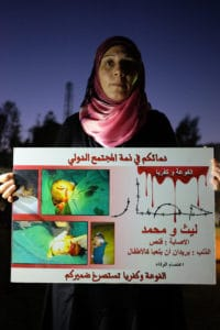 Femme chiite appelant à soutenir les villages de Fou'a et Kefraya. © Agnès Richieri.